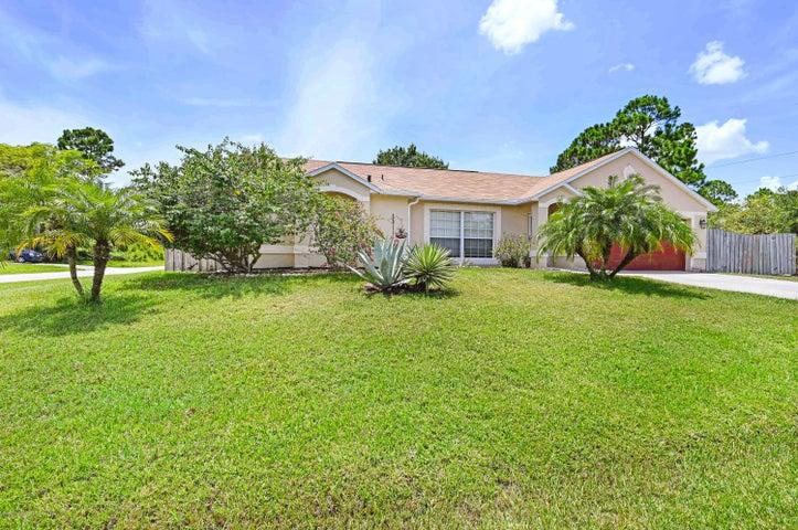 898 Aruba Avenue SE, Palm Bay, FL 32909