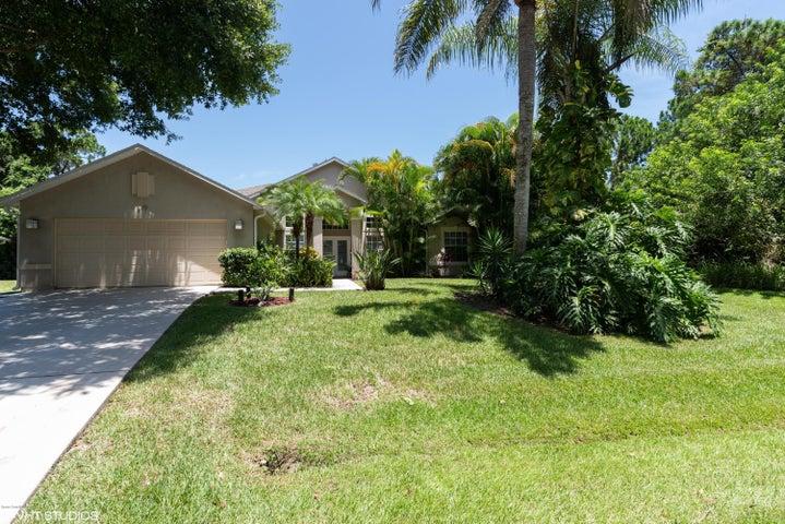 679 Shrine Circle SE, Palm Bay, FL 32909