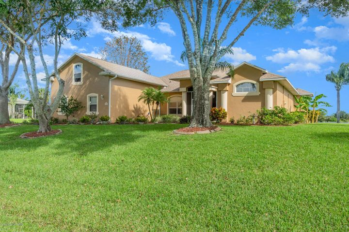 335 Lake View Lane, Grant Valkaria, FL 32909