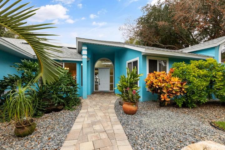 565 Robinhood Drive, Merritt Island, FL 32953