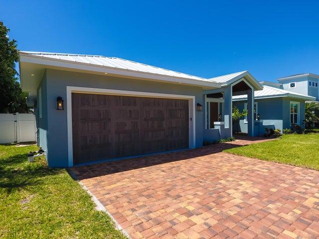 112 Cat Cay Lane, Indian Harbour Beach, FL 32937