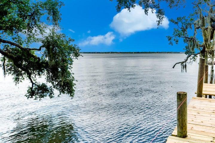 8705 S Tropical Trl, Merritt Island, FL 32952