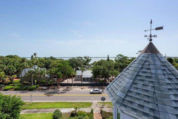 1736 Pineapple Avenue