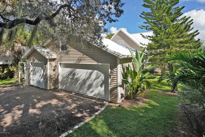 605 Indian River Ave-21