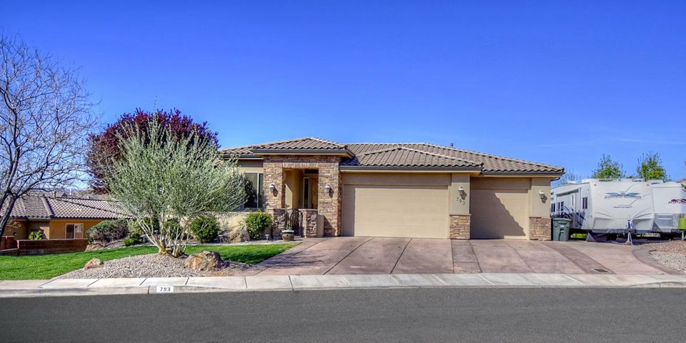 793 Country LN, Santa Clara, UT 84765