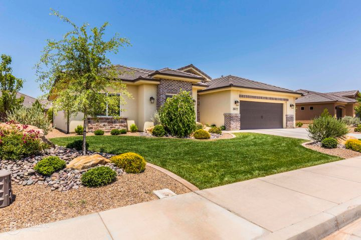 3027 E Crimson Ridge DR, St George, UT 84790