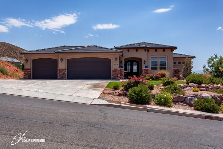 1304 E Blue Sky DR, Washington, UT 84780