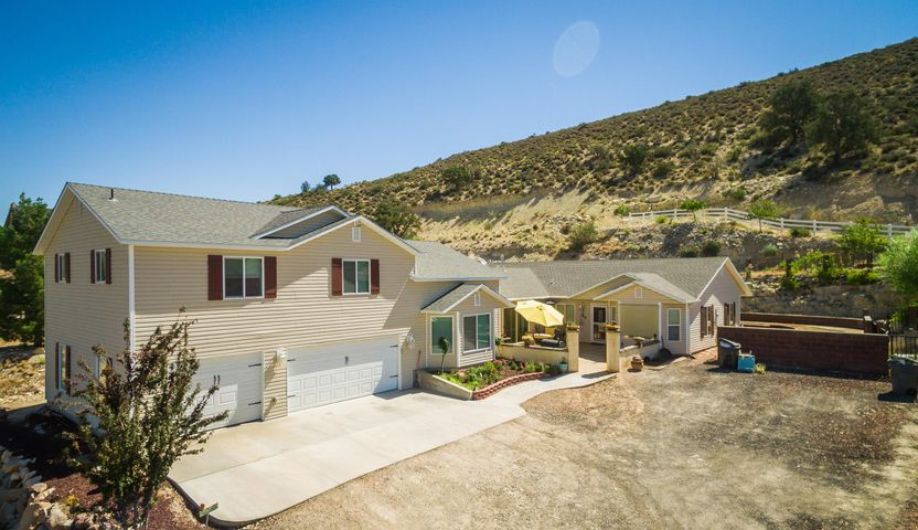 8246 N DIAMOND VALLEY DR, St George, UT 84770
