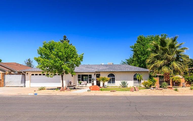 1677 Desert Dawn DR, Santa Clara, UT 84765