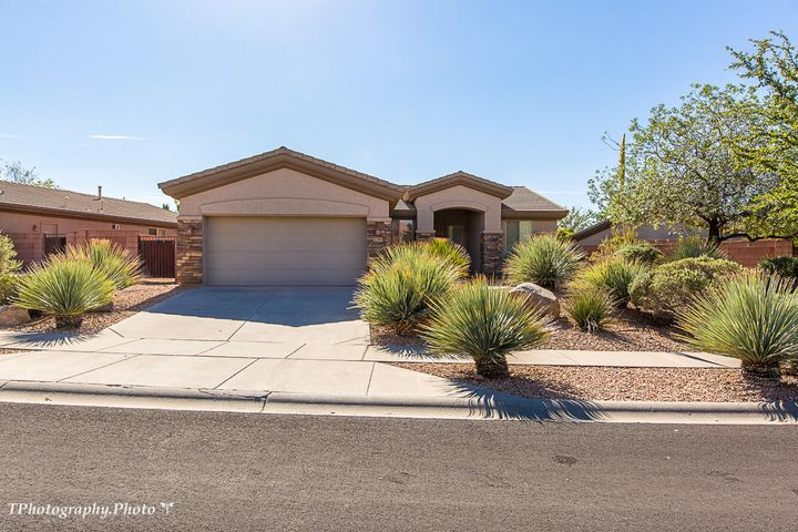 2184 Silverstone Way, Washington, UT 84780