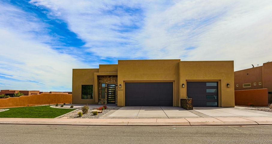 3233 S Red Sands Way, Hurricane, UT 84737
