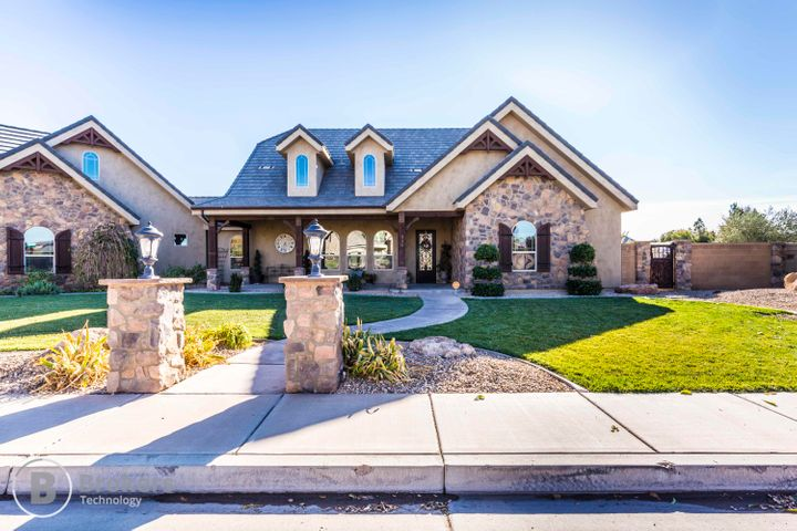 330 E Carriage LN, Washington, UT 84780