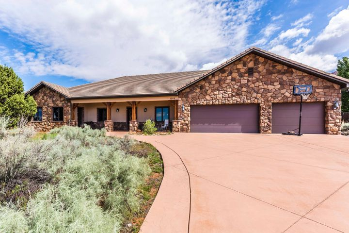 1303 E Big Pinion LN, Apple Valley, UT 84737