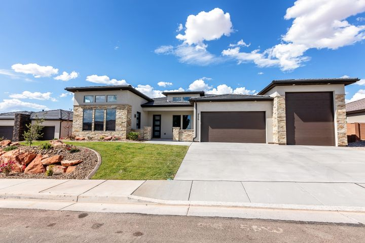 856 W 1860 N, Washington, UT 84780
