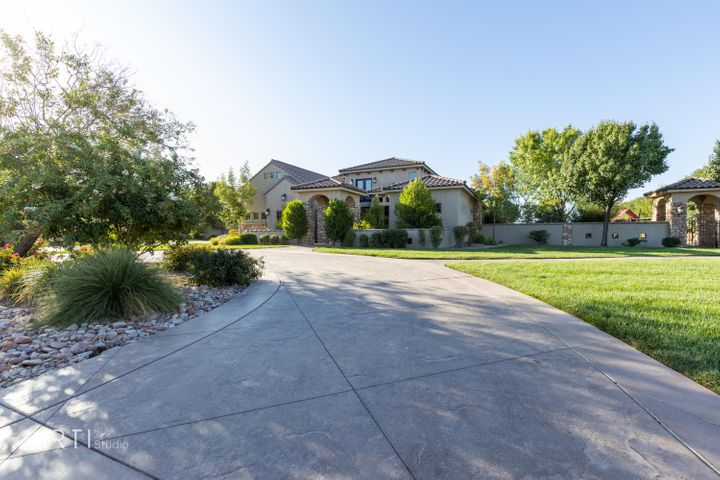 52 E Adam LN, Washington, UT 84780