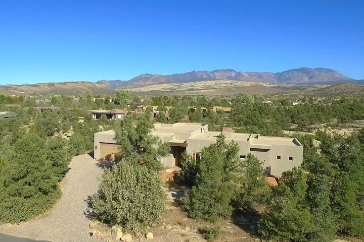 624 N Rock Garden LN, Dammeron Valley, UT 84783