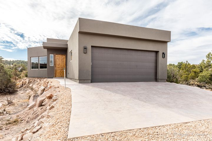 688 N Rock Garden LN, Dammeron Valley, UT 84783