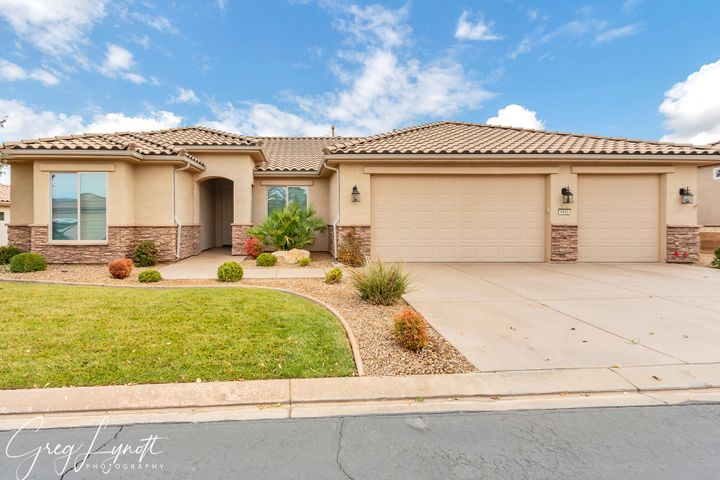 4643 S Whisper Point Dr, St George UT 84790