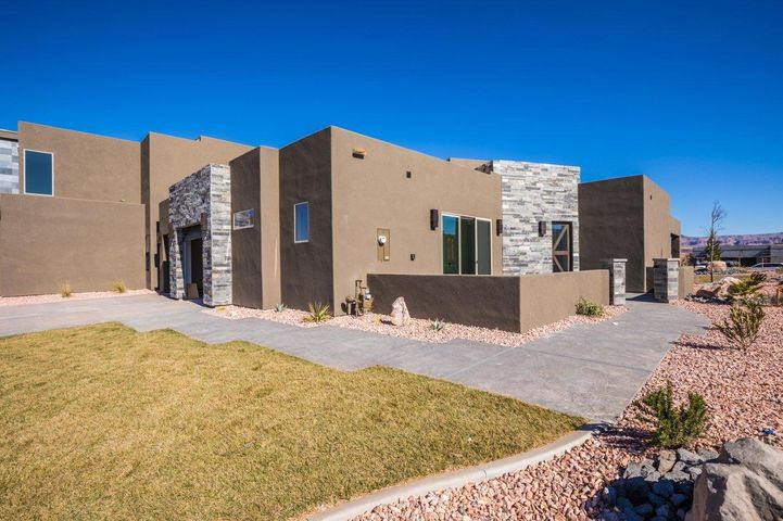 3221 S Retreat Dr, Hurricane UT 84737