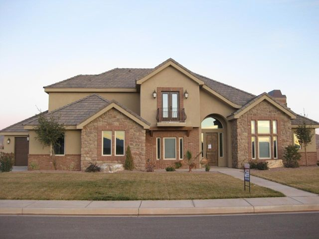 3737 Mitchell DR, Washington, UT 84780