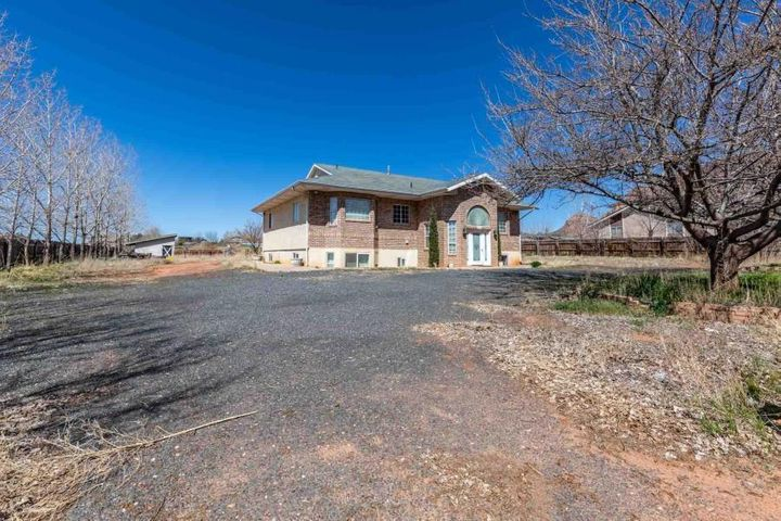 645 N Willow St, Hildale UT 84784