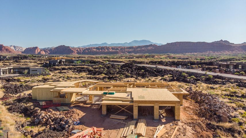 2420 N Kiva Trail, St George, UT 84770