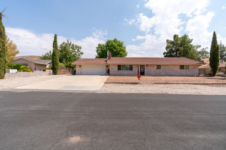 1252 Willow Dr, St George UT 84790