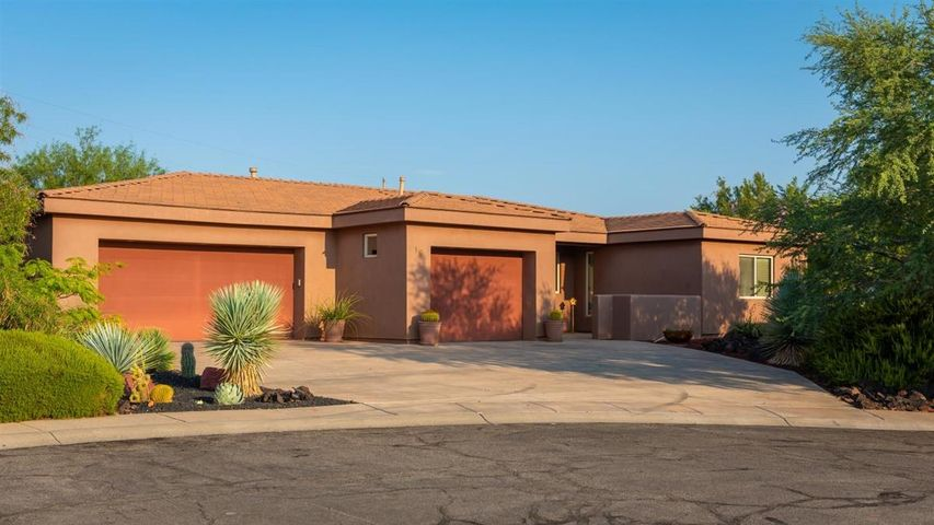 16 W Boulder CIR, Santa Clara, UT 84765