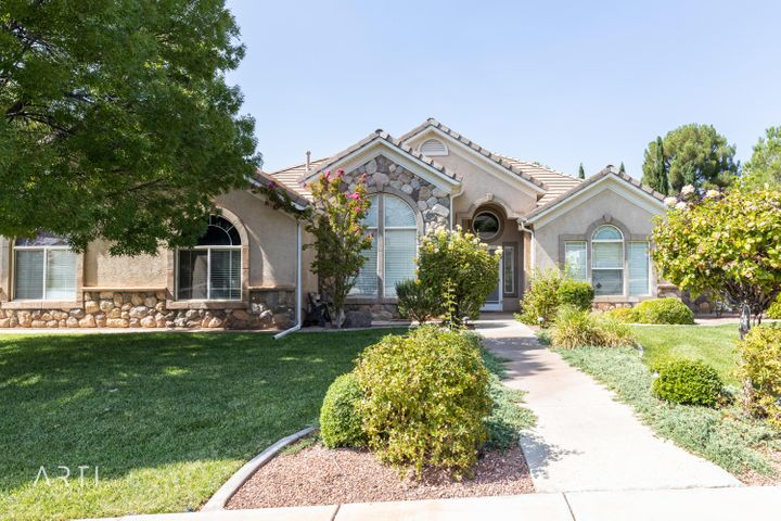 243 Crescent Cir, St George UT 84770