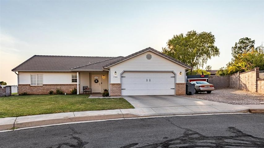 744 Peach Cir, Washington UT 84780