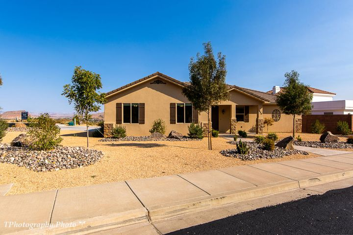 925 S Five Sisters Drive, St George, UT 84790