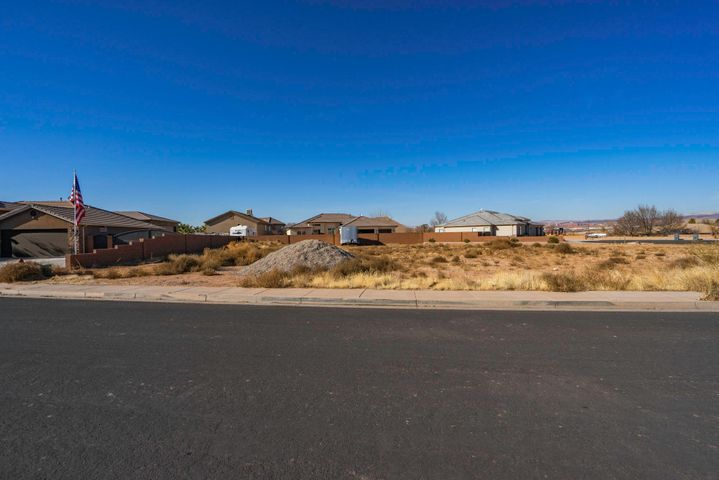 1708 Arabian Way E, Washington, UT 84780