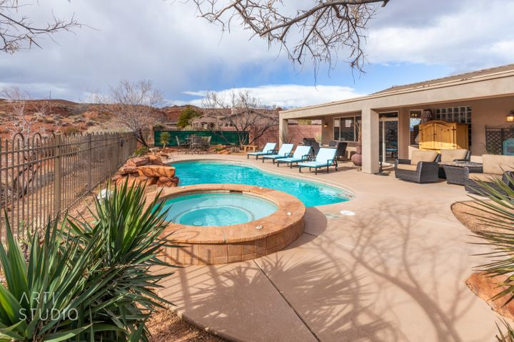 Amazing Pool & Spa.