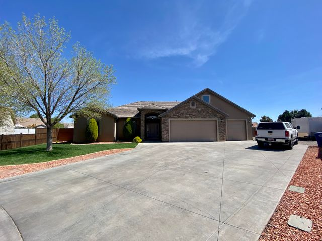 883 Churrea DR, Washington, UT 84780