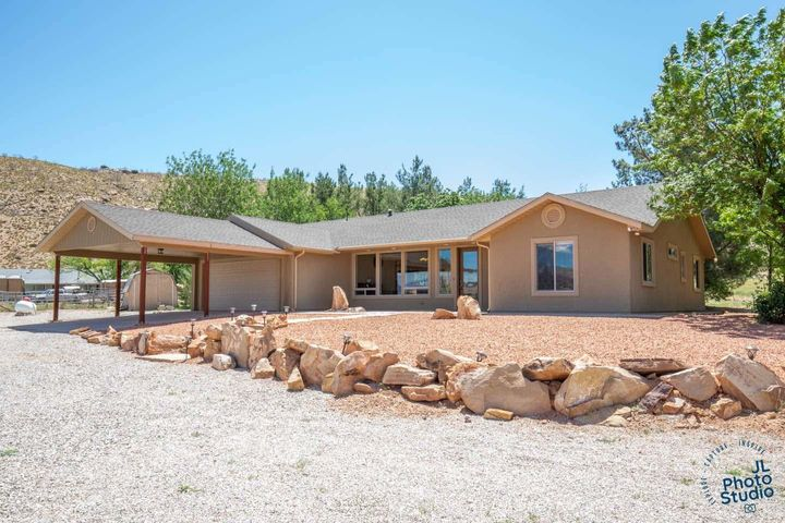 1088 Red Cliffs RD, Leeds, UT 84746