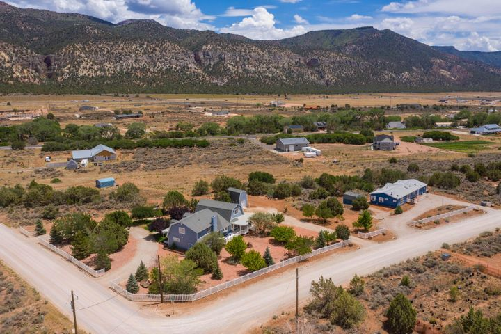 2 homes 5 acres