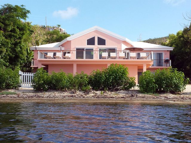 Rainbow Beach House - waterfront with sandy beach for swimming, sunning, snorkeling and strolling.