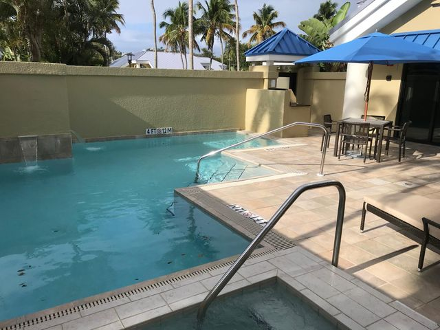 Private courtyard pool, spa, dining & grilling. Actual photo of unit 4314.