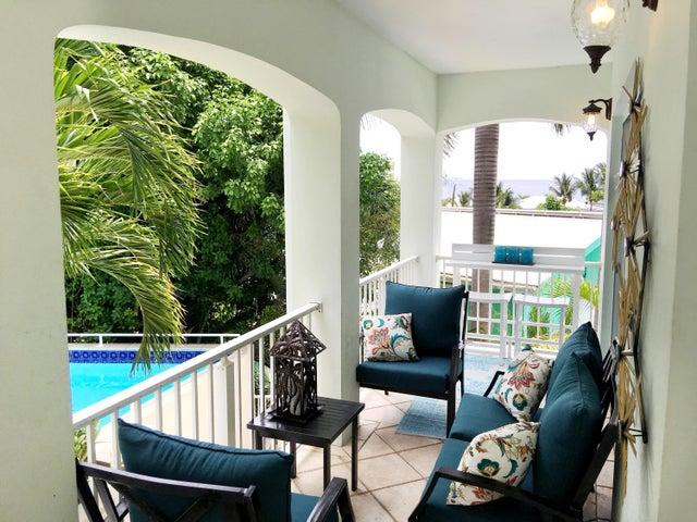 Entrance porch pool side