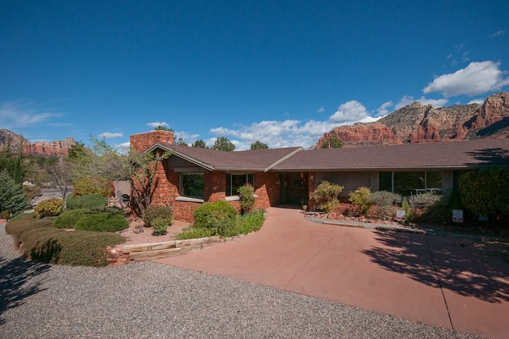 Red Rock Ambiance with stunning Uptown, Sedona views!