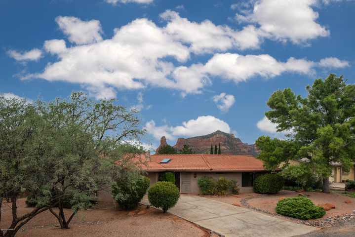 A charming home in a quiet location with views of Courthouse Butte and Bell Rock.