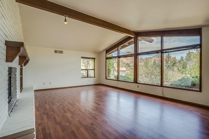 Light and Bright - Vaulted Ceilings and Views of Thunder Mountain and Coffee Pot
