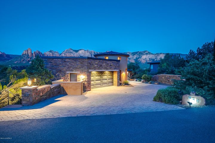 Welcome to 841 N Palisades Drive - PRIME SEDONA LOCATION perched perfectly for OUTSTANDING Panoramic Red Rock Views.