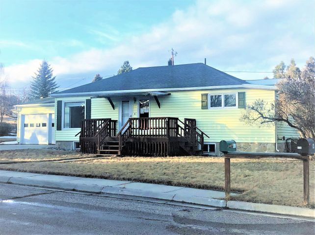 132 Sunset Avenue, Buffalo, WY 82834