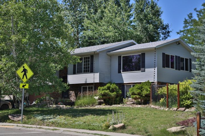 1991 Sparrow Hawk Road, Sheridan, WY 82801