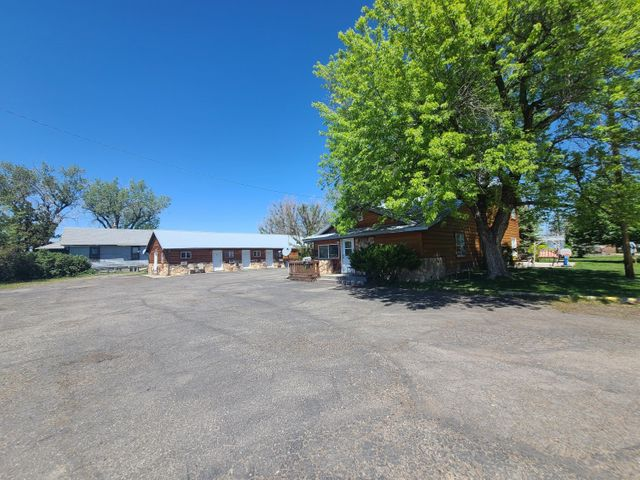 303 E 4th Street, Hardin, MT 59034