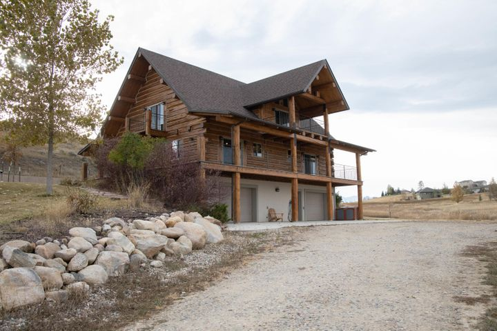 Beautiful Wyoming Log Home. Scenic rural areawith close proximity to Big Horn ,Story and Sheridan. The master bath has a large jetted tub , walk in shower and his and hers sinks. Very large covered deck in both the front and the back of this very pleasant setting. Enjoy and entertain inside or outside,come and relax!