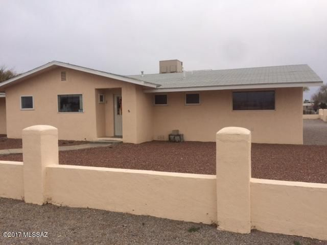 21731260 900 w airport road for Cochise floor covering