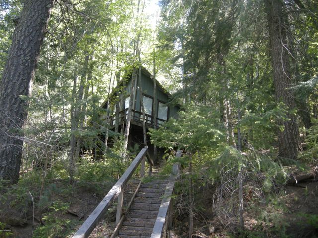 Steps up to the cabin.