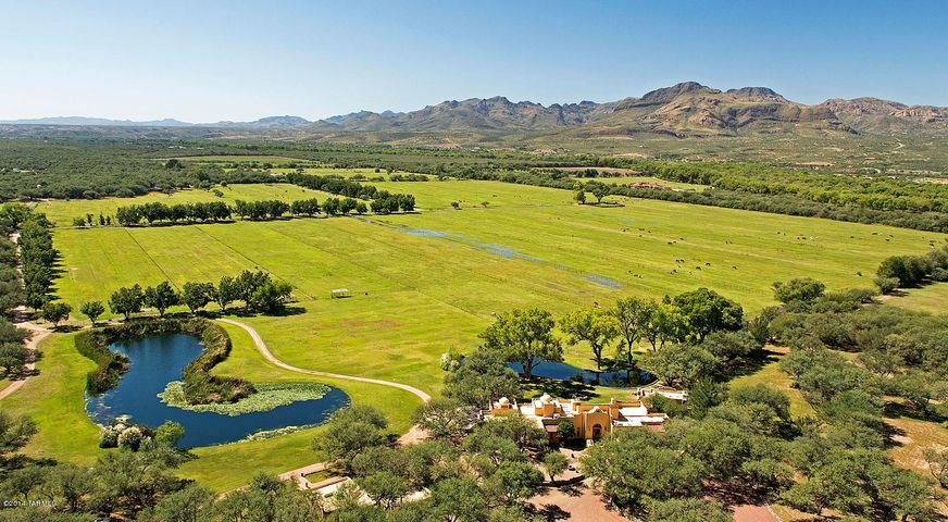 84 Clarks Crossing Circle, Tubac, AZ 85646